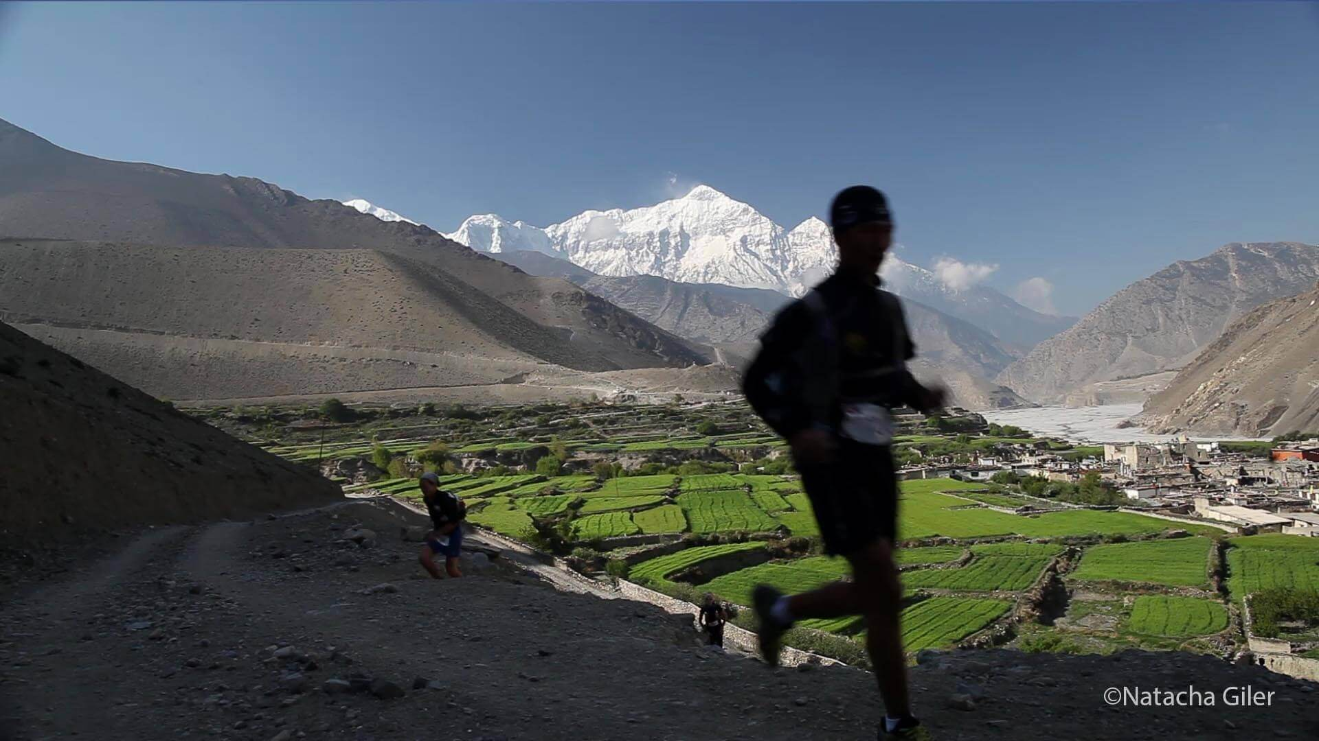 Mustang-race-day01_2_Nepalese-front-runner-Upendra-Sunuwar-trailed-by-Lizzy-Hawker-2 at Mustang Trail Race