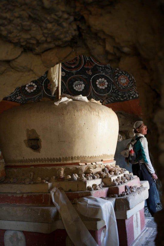 lizzy hawker in tashi kabum cave