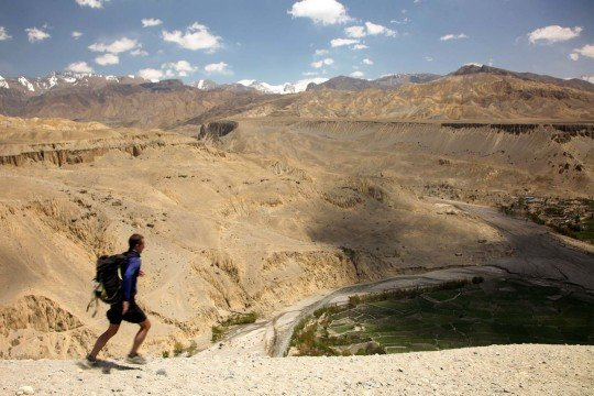 trail-running-nepal-mustang-above-dhe